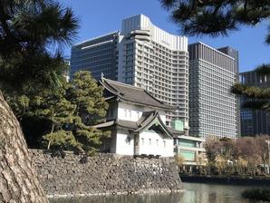 桜田巽櫓とパレスホテル