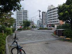業平駅前の公園