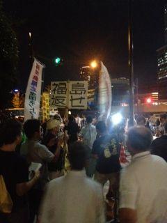 官邸前行動でビラまきと呼びかけを行いました by 岩山昇太