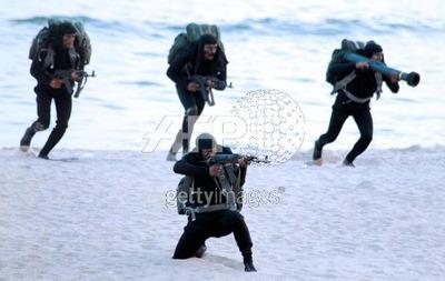 http://img114.imageshack.us/img114/2189/marinecommandos1pi.jpg