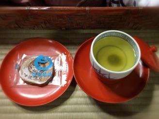 「霊の湯二階席」のお茶菓子