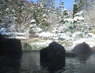 早春の雪見風呂
