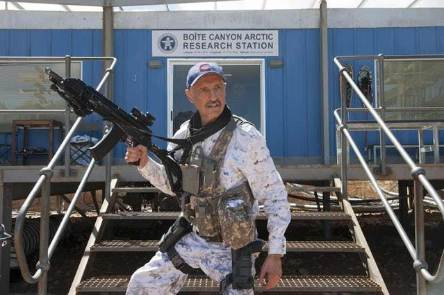 Tremors-6-First-Look-Photos-Burt-Gummer-Ready-for-Action