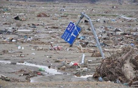 東日本大震災の津波で流される人 (4)