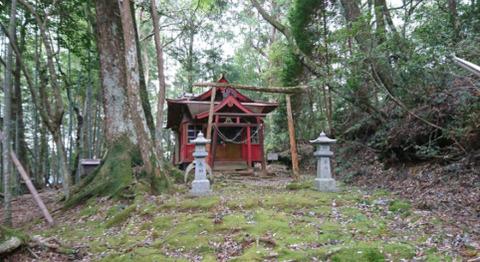 ポツンと一軒家「宮崎の狭上稲荷神社 (4)