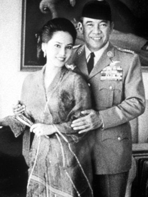 インドネシアは第二次世界大戦当時から石油の生産が多く、日本は資源を求めインドネシアに侵攻している。オランダは大戦後、支配を復活させようとしたが、スカルノ元