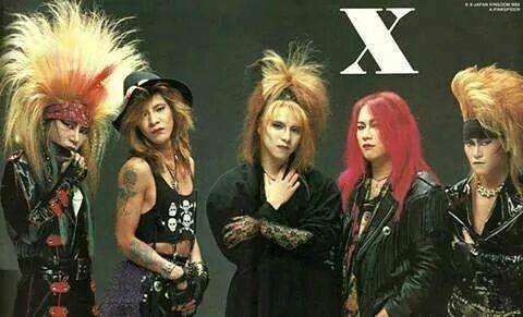 ヴィジュアル系ファッションの厳つい格好をしたX JAPANの画像