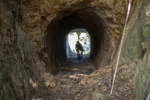 トンネル走る