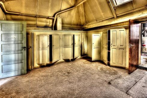 cabinets-426385_640