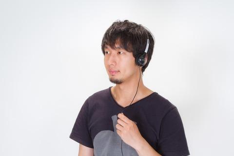 N112_headphonedeongakudansei_TP_V