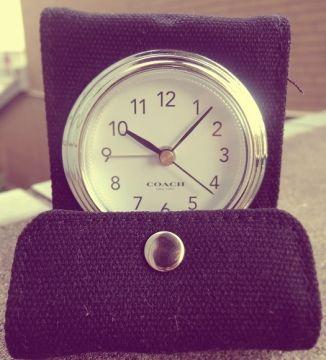 彼氏にもらったブランド時計を質屋に売ろうとしたら「これ雑誌の付録です」と言われた!死にたい