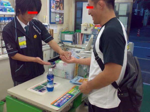 店員「777円になります」俺「つスッ200万円」店員「!!!!」