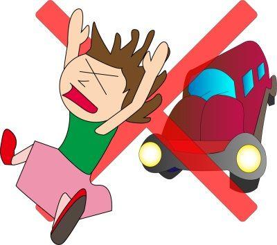 自転車に乗った親子が車に跳ねられ、勢いよく飛ばされた子供をキャッチした
