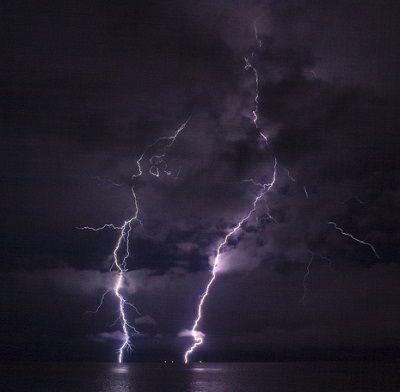 うちに雷が落ちた。