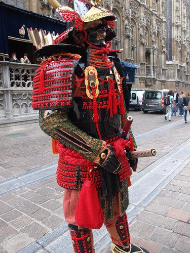 ベルギー人「日本のサムライが好きすぎて…」自作した戦国武将の甲冑で本気コスプレ