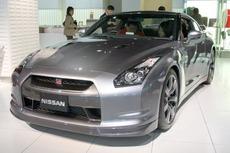 Nissan_GT-R_in_Nissan_Gallery