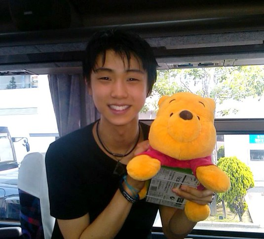 yuzuru-hanyu-and-winnie-the-pooh