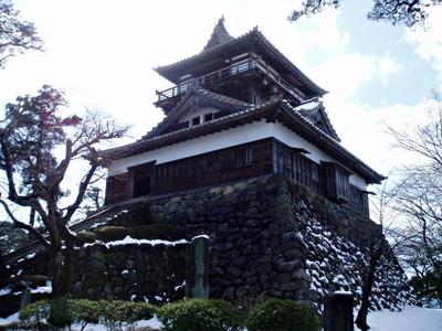 maruoka-castle-japan-mist-castle