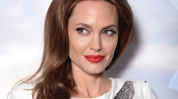 Angelina-Jolie-promoting--014