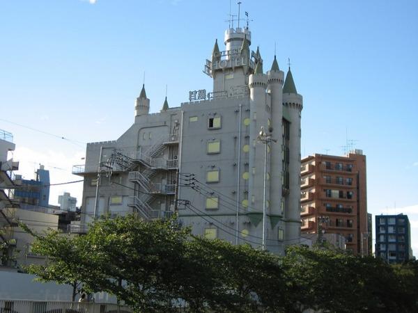 castle-of-love-tokyo-japan-262814265-800x600