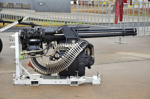 M61_Vulcan_nose_mounted_6-barreled_Gatling_cannon_(11472816163)