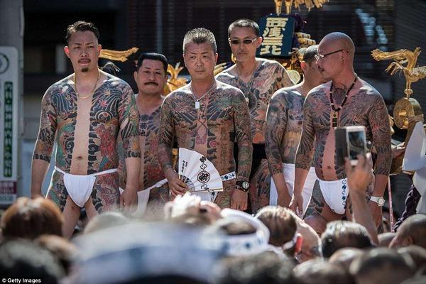 日本の祭りがヤクザだらけだと海外で報じられる! 海外の反応。