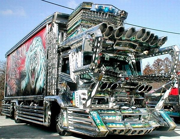 car-joke-funny-humor-Dekotora-Japanese-custom-decorator-truck-1