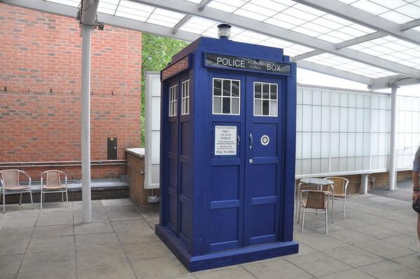 1200px-Tardis_BBC_Television_Center