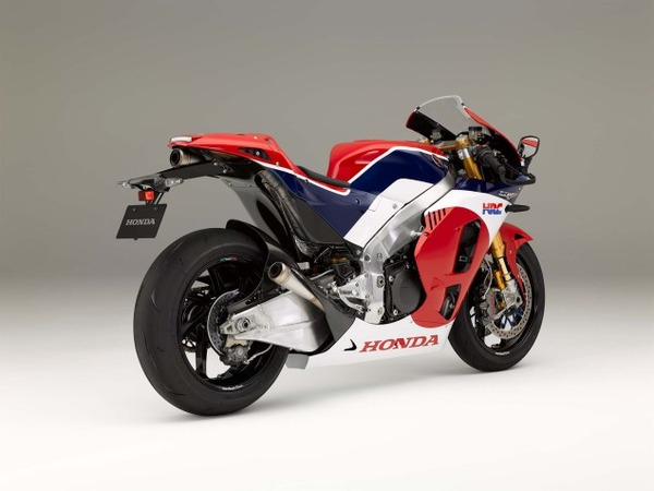 2016-Honda-RC213V-S-street-bike-03