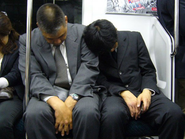 「電車内 狸寝入り」の画像検索結果