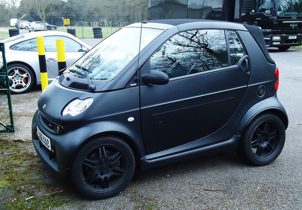 Justin-Bieber-Murdered-Out-Smart-Car1