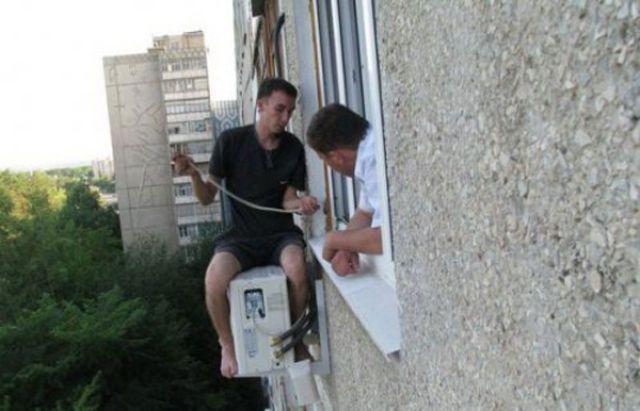 海外反応! I Love Japan 海外のエアコンの取り付け工事が危険過ぎると話題に!