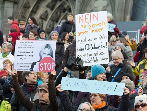 Flashmob_gegen_Mannergewalt,_Koln_2016_-4384
