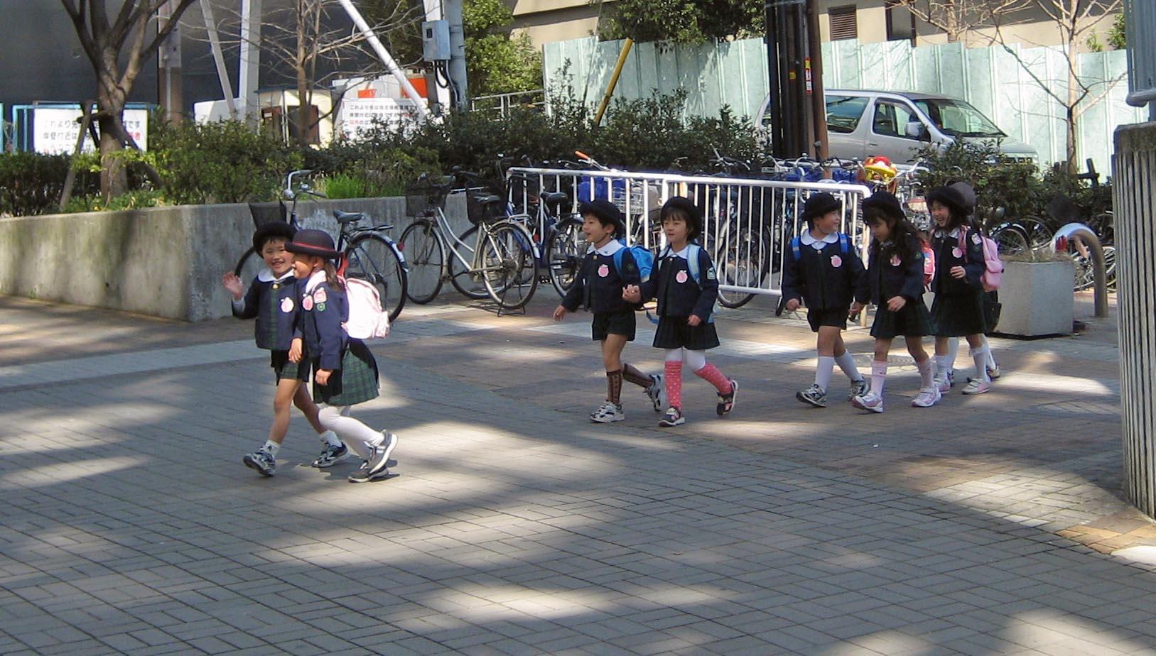 海外から見ると、「小学生が一人で通学する」日本はありえないらしい