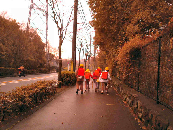 -kids-go-to-school-in-japan