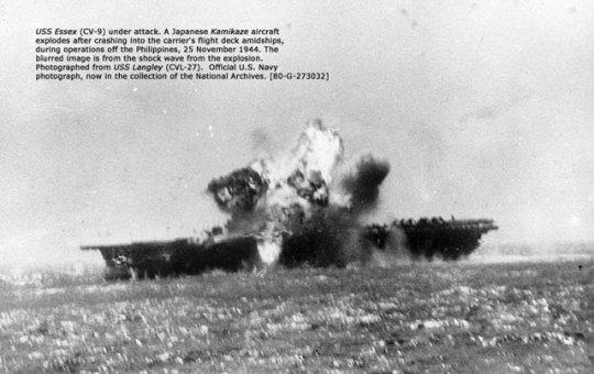 日軍神風特攻撞擊美國航空母艦 許多神風特攻隊使用的飛機,是台籍工人製造的