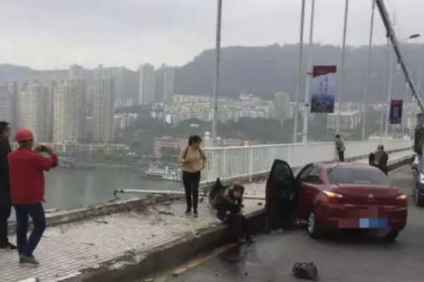Two-Killed-When-Bus-Falls-from-a-Bridge-to-a-River-in-China